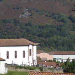 Église, trinquet et fronton de St Martin d'Arrossa